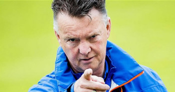 Louis van Gaal, Manchester United boss says he could quit by himself