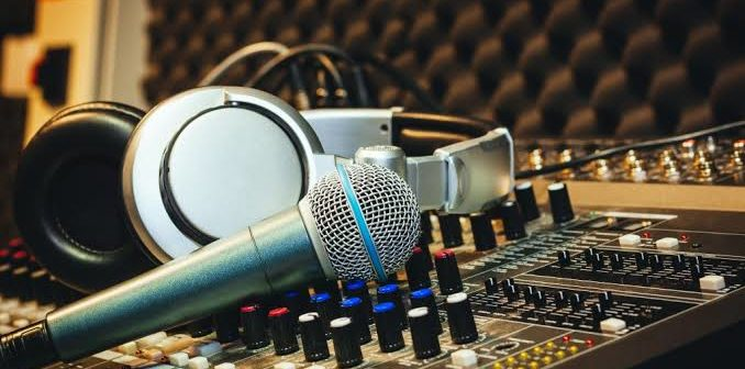 5 Ways To Make It In The Music Industry As An Upcoming Artist